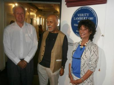 William Russell, Waris Hussein and Carole Ann Ford with the Verity Lambert Plaque (Credit: DWAS)