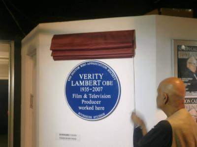 Waris Hussein unveils the Verity Lambert Plaque (Credit: DWAS)