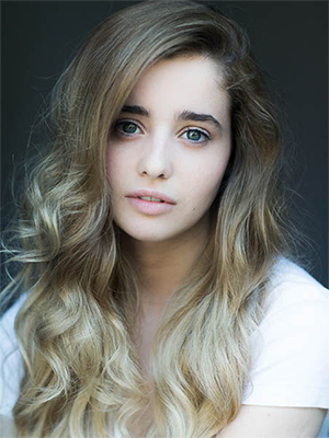 Holly Earl - Image Credit: Jo Mclintock