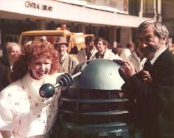 Bonnie Langford Patrick Troughton outside Birmingham Central Library 1985 (Credit: Stephen Mckay)
