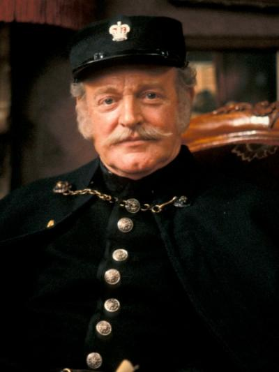 Frank Windsor as Inspector Mackenzie (Credit: BBC)