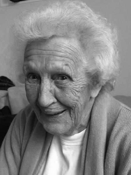 Edna Doré (1921-2014)